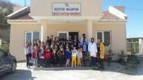 HAYVAN SEVERLER - Miniklerden Geçici Hayvan Barınağına Ziyaret