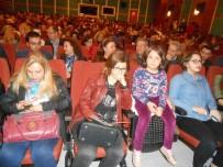 HUKUK FAKÜLTESI - Sui Generis Tiyatro Topluluğu, ''Şenlik Çıkmazı'' Adlı Oyunu  Sahneledi