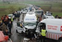 Tokat'ta Trafik Kazası Açıklaması 16 Yaralı