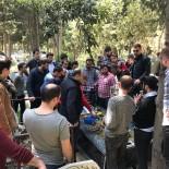 GENÇ FENERBAHÇELİLER - Trabzonsporlu Taraftarlar Sefa Kalya'nın Mezarını Ziyaret Etti