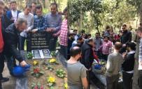 GENÇ FENERBAHÇELİLER - Trabzonsporlu Taraftarlar Sefa'nın Mezarını Ziyaret Etti