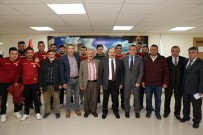 MİLLİ BOKSÖR - Vali İsmail Ustaoğlu, Şampiyonları Ağırladı