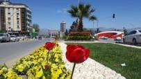FAZLA MESAİ - Alaşehir Parkları Yeşilleniyor