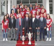 HÜSEYIN ÖZGÜRGÜN - Başbakan Özgürgün, YDÜ Kadın Basketbol Takımı'nı Kabul Etti