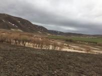 KARıNCALı - Dereler Taştı, Tarım Arazileri Sular Altında Kaldı