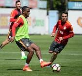 FLORYA METIN OKTAY TESISLERI - Galatasaray'da Derbi Hazırlıkları Sürüyor