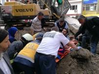 Kültür Sarayı Duvarı İş Makinesinin Üzerine Devrildi Açıklaması 1 Yaralı