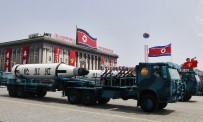 YENI YıL - Kuzey Kore, Dev Törende Uzun Menzilli Füzelerini Sergiledi