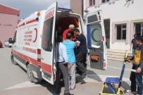 SAĞLIK PERSONELİ - 72 Yaşındaki Hasta Vatandaş Oy Kullanmaya Ambulansla Geldi