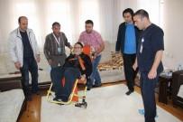 ALZHEİMER HASTASI - 81 Yaşındaki Yaşlı Adam Sedye İle Oyunu Kullandı