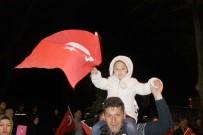 Afyonkarahisar'da Yağmura Rağmen 'Evet' Kutlaması