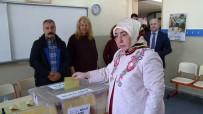 SEMİHA YILDIRIM - Başbakan'ın eşi oyunu Ankara'da kullandı