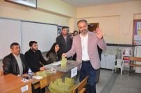 ALINUR AKTAŞ - Başkan Aktaş, Oyunu Rabia İşaretiyle Kullandı