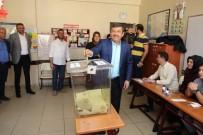 ŞÜKRÜ KARABACAK - Başkan Karabacak Oyunu Kullandı