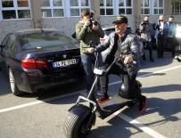CEM YILMAZ - Cem Yılmaz Oy Vermeye Elektrikli Bisikletiyle Geldi