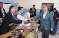 ENGELLİ VATANDAŞ - Eski Cumhurbaşkanı Gül, Oyunu Eşi İle Birlikte Beykoz'da Kullandı