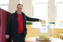 Giresun'da Vali Ve Belediye Başkanı Oylarını Kullandı
