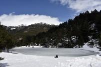 Limni Gölü'nün Buzu Çözülmüyor