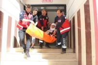 SİİRT VALİLİĞİ - Siirt'te 80 Yaşındaki Kadın Sedye İle Sandığa Gitti
