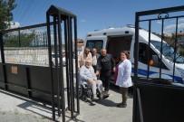 YÜRÜME ENGELLİ - Yürüme Engelli Vatandaş, Ambulansla Oy Kullanmaya Getirildi