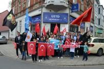 AVRUPALı - Almanya'daki Türklerin ''Evet'' Sevinci Sokaklara Taştı