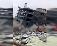 İŞ MAKİNESİ - Bina İş Makinesinin Üzerine Devrildi