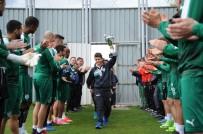 ALİ AY - Bursasporlu Futbolcular Minik Şampiyonları Alkışlarla Karşıladı