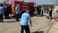 ORMAN YANGINI - İtfaiyeyi Beklemek Yerine Gönüllü İtfaiyeci Oldular