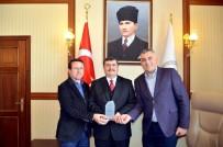 Kızılaydan, Vali Arslantaş'a Kan Bağışı Desteği İçin Teşekkür Plaketi