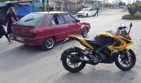 BURHAN KUZU - Motosiklet Otomobille Çarpıştı Açıklaması; 2 Yaralı