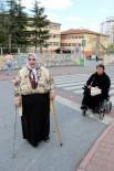 ENGELLİ VATANDAŞ - Kayseri'de İki Engelli Oy Kullanmakta Zorluk Yaşadı