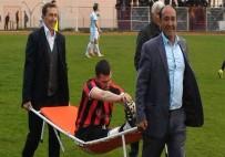 AMATÖR LİG - Sakatlanan Futbolcuyu Başkanlar Taşıdı