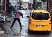 SAĞANAK YAĞMUR - Şiddetli Yağmur Vatandaşlara Zor Anlar Yaşattı