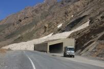 KIŞ MEVSİMİ - Hakkari'deki Çığ Tünelleri Sürücüleri Sevindirdi