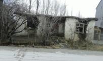 ÇÖKME TEHLİKESİ - İpekyolu'nda Metruk Binaları Yıkma Çalışması