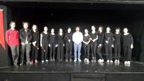 SÜLEYMAN DEMİREL - İZMEK'in Tiyatro Kursiyerleri Büyük Alkış Topladı