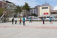 FUTBOL SAHASI - Karaman'da Öğrencilerden Açık Alan Basketbol Sahasına Yoğun İlgi