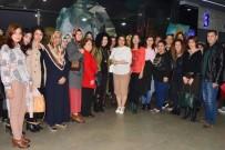 SEVAL AKTAŞ - Mahalle Evlerinin Kadın Kursiyerleri 'Tatlım Tatlım' Filmini İzledi