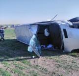 SAĞLIK EKİBİ - Minibüs Devrildi Açıklaması 1 Ölü, 4 Yaralı