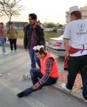MOTOSİKLET SÜRÜCÜSÜ - Motosiklet Otomobile Çarptı Açıklaması 1 Yaralı