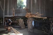 HALİL İBRAHİM ŞENOL - Yakılacak Ağaç Dallarına Sanatını Yansıtıyor