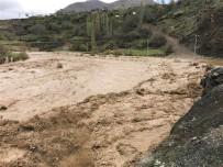 KÖY YOLLARI - Sason Ve Kozluk İlçelerinde Kapanan Köy Yolları Ulaşıma Açıldı