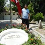 MUHSİN YAZICIOĞLU - Şehit Polisten Geriye Yazıcıoğlu'nun Mezarı Başında Çektiği Fotoğrafı Kaldı