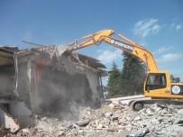 CAN GÜVENLİĞİ - Beyşehir'de İki Yılda 56 Metruk Yapı Yıkıldı