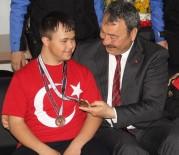ADANA EMNİYET MÜDÜRLÜĞÜ - Engelli Şampiyondan Emniyet Müdürüne 'Osman Amca Seni Çok Seviyoruz' Anonsu