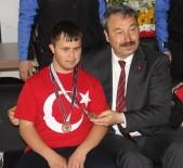 ADANA EMNİYET MÜDÜRLÜĞÜ - Engelli Şampiyondan Emniyet Müdürüne 'Osman Amca Seni Çok Seviyoruz'