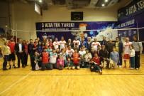 MEHMET AKİF ERSOY - Erdemli Belediyesi Şehitler Anısına Voleybol Turnuvası Düzenledi