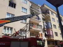 CELAL BAYAR ÜNIVERSITESI - Manisa'da Bir Apartmanda Çıkan Yangında Korku Dolu Anlar Yaşandı