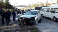 OKMEYDANı - Piyalepaşa Bulvarı'nda Trafik Kazası  Açıklaması 3 Yaralı