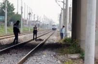 YOLCU TRENİ - Trenin Önüne Atlayarak İntihar Etti